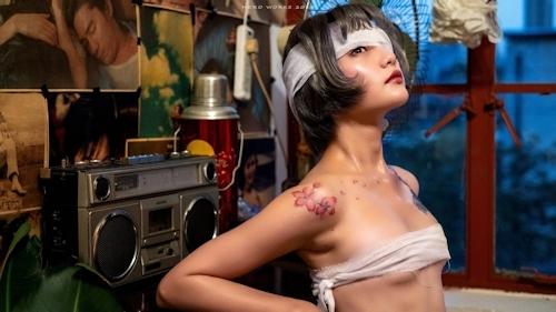 包帯美女のヌード画像 2