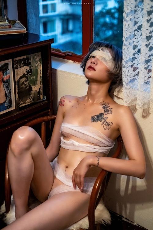 包帯美女のヌード画像 4