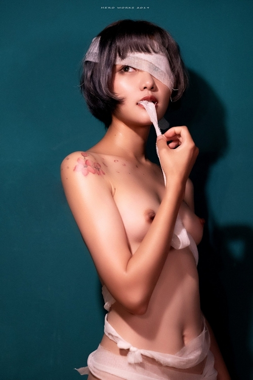 包帯美女のヌード画像 11
