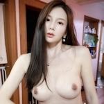 美乳な中国美女の自分撮りヌード画像