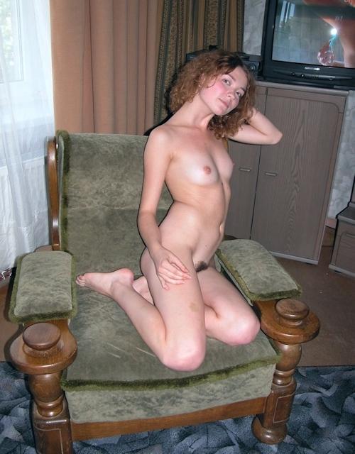 小ぶり美乳おっぱいの西洋美女ヌード画像 3