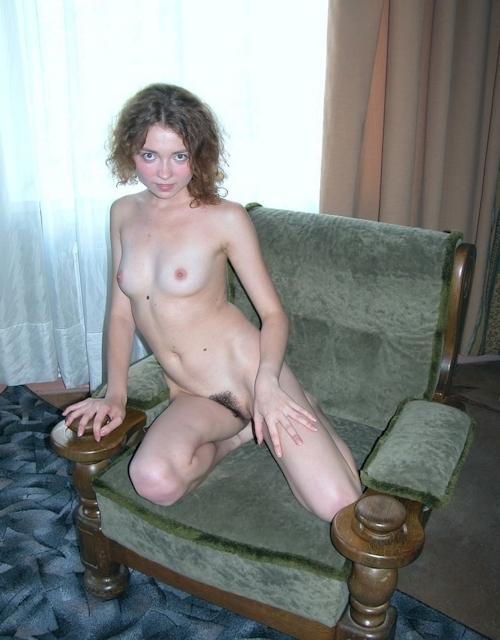 小ぶり美乳おっぱいの西洋美女ヌード画像 4