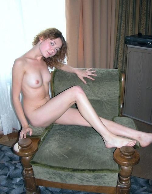 小ぶり美乳おっぱいの西洋美女ヌード画像 6
