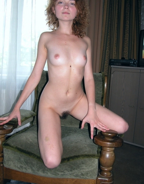 小ぶり美乳おっぱいの西洋美女ヌード画像 7