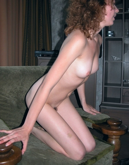 小ぶり美乳おっぱいの西洋美女ヌード画像 9