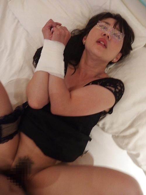 素人女美女の拘束セックスハメ撮り中出し画像 9