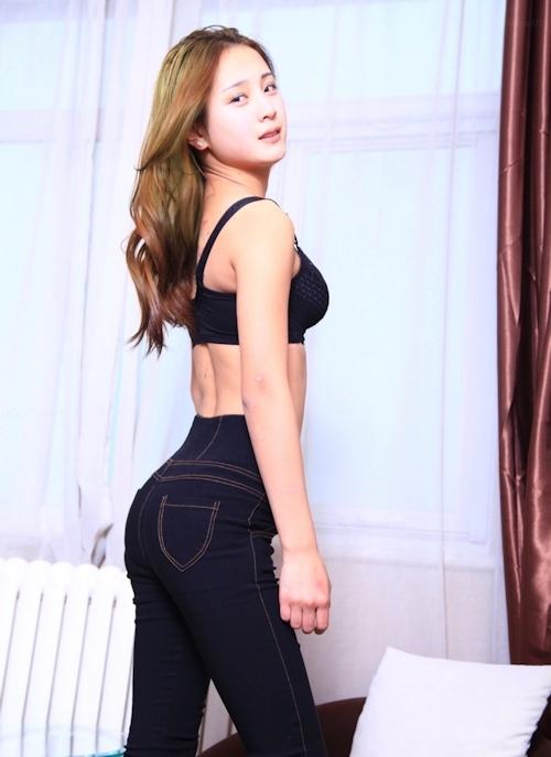 台湾スレンダー美女モデルのヌード画像 1