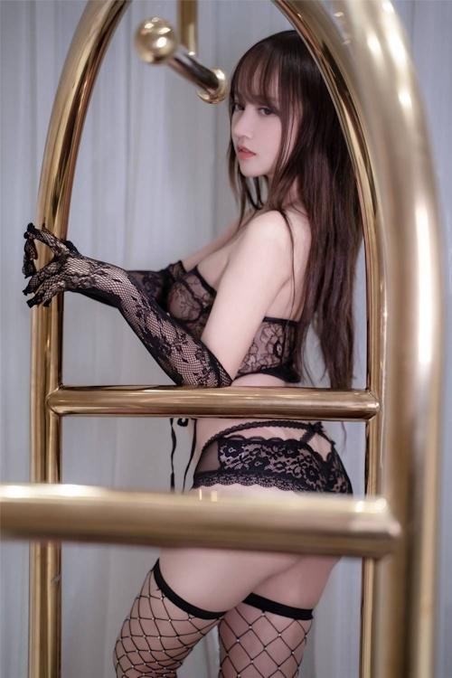 アジアン美女のセクシーランジェリー画像 1