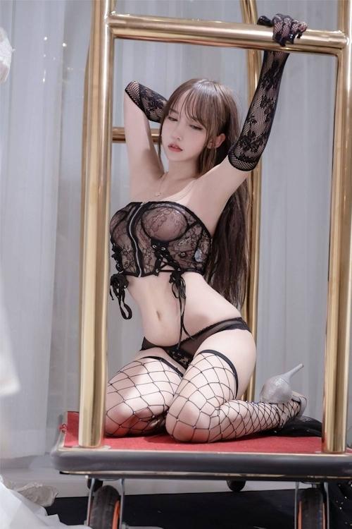 アジアン美女のセクシーランジェリー画像 4