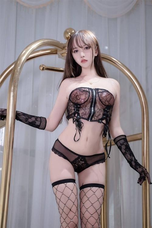 アジアン美女のセクシーランジェリー画像 8