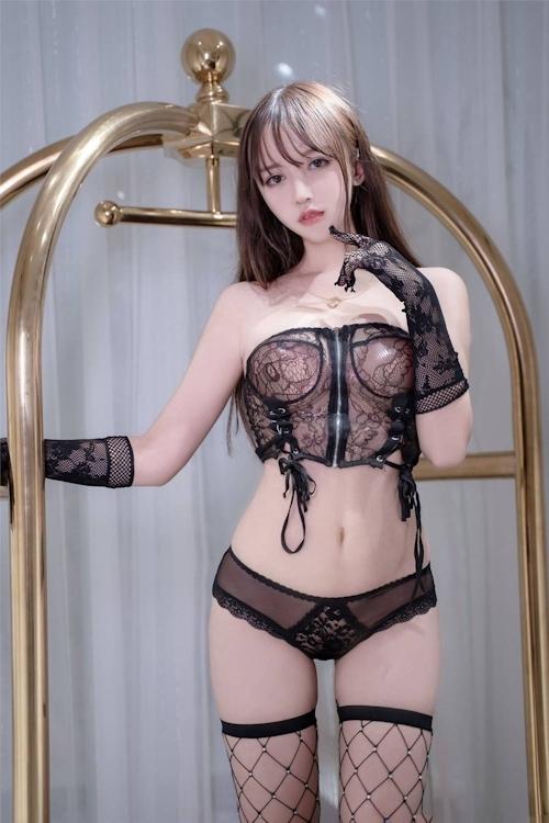 アジアン美女のセクシーランジェリー画像 10