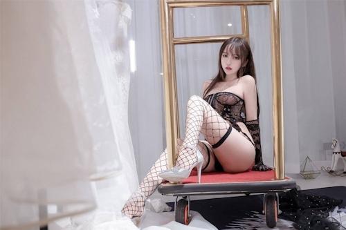 アジアン美女のセクシーランジェリー画像 12