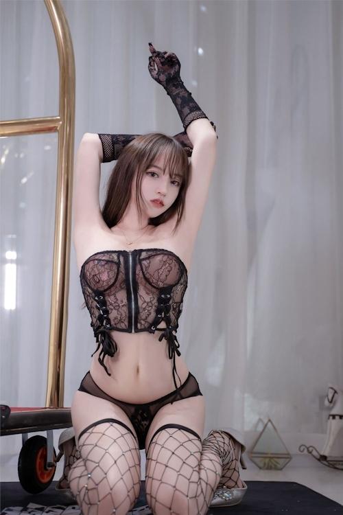 アジアン美女のセクシーランジェリー画像 13