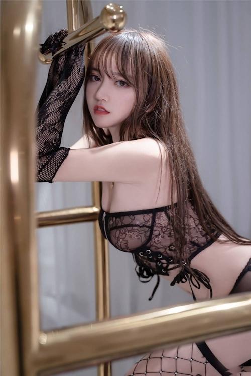 アジアン美女のセクシーランジェリー画像 17