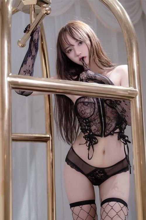 アジアン美女のセクシーランジェリー画像 19