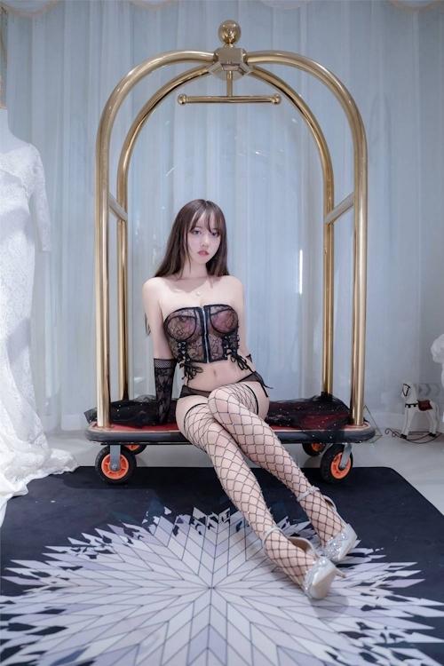 アジアン美女のセクシーランジェリー画像 21