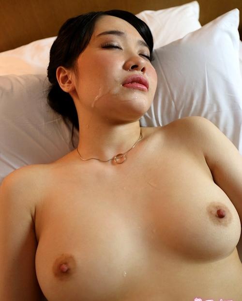 美巨乳のきれいなお姉さんとホテルでセックスした画像 15