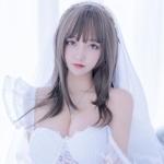 セクシーウェディングドレスを着た極上美少女モデルの画像