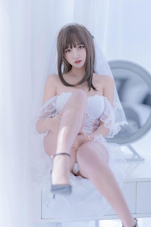 セクシーウェディングドレスを着た極上美少女モデルの画像 6