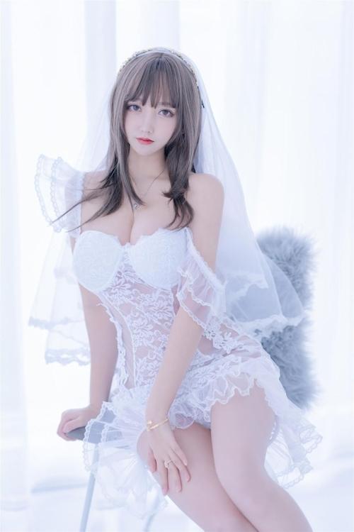 セクシーウェディングドレスを着た極上美少女モデルの画像 10