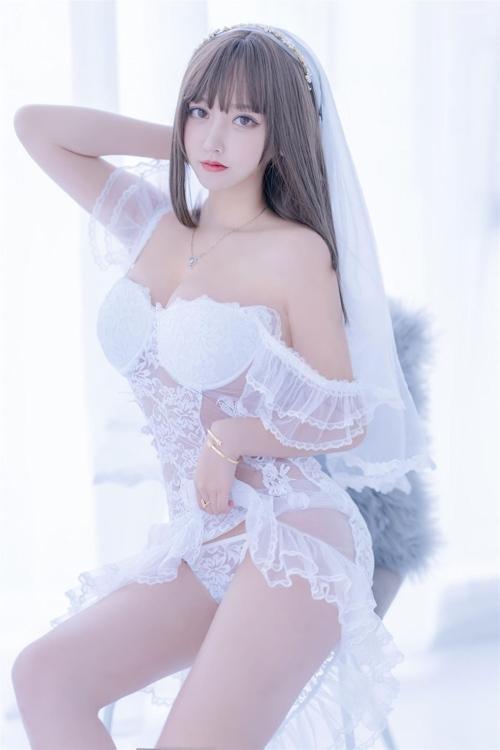 セクシーウェディングドレスを着た極上美少女モデルの画像 11