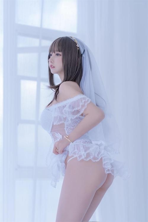 セクシーウェディングドレスを着た極上美少女モデルの画像 25