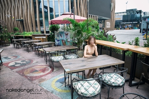 北京の街中で全裸露出プレイしてるスレンダー美女の野外露出ヌード画像 3