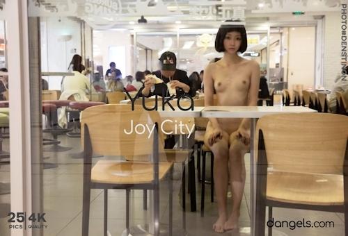 北京の街中で全裸露出プレイしてるスレンダー美女の野外露出ヌード画像 10