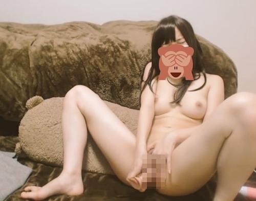 美乳パイパンな激カワ美少女のオナニー画像 3