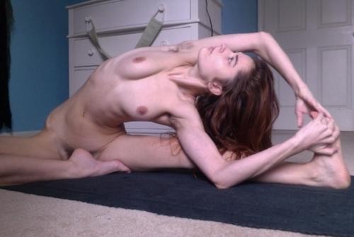 西洋美女の全裸ヨガ画像 12