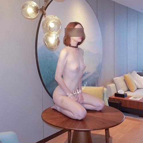 美微乳パイパン女性の拘束ヌード画像 5