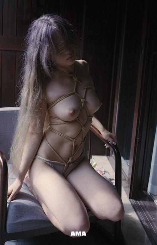 若い女性の緊縛ヌード画像 10