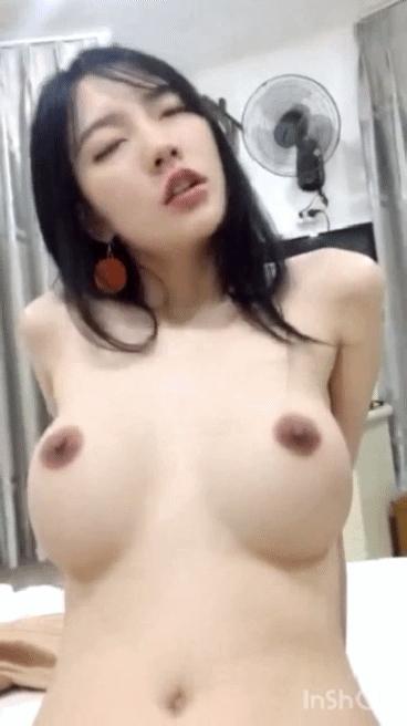 黒髪ロングヘアー美女のヌード&ハメ撮りGIFアニメ 7