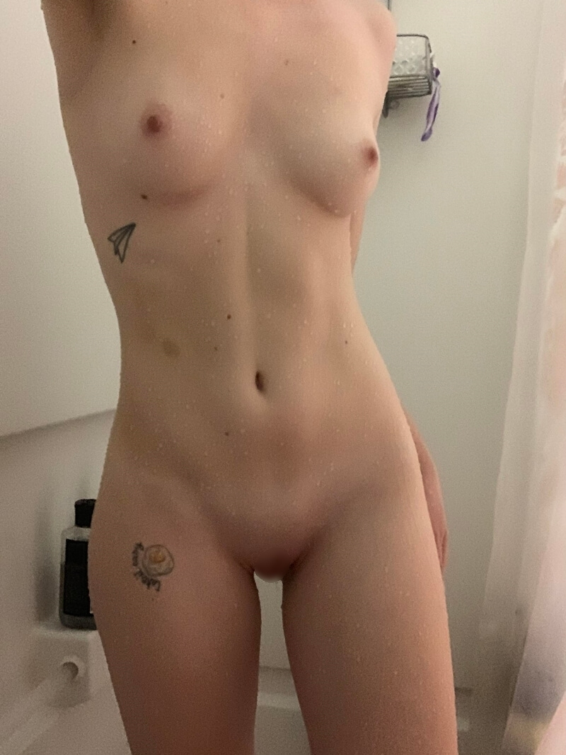 きれいなおっぱい&美しいマ○コのブロンド素人美女の自分撮りヌード画像 23