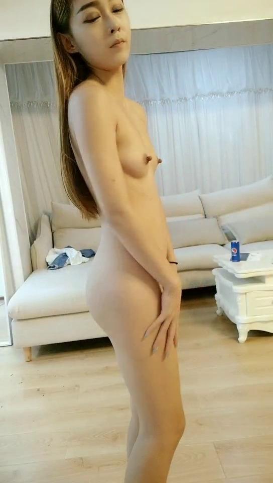 裸ローン(ヌードローン)で撮らされたヌードが流出したスレンダー美女のヌード画像 3