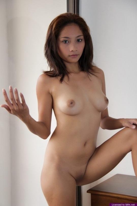 美乳なフィリピン美女のヌード画像 4