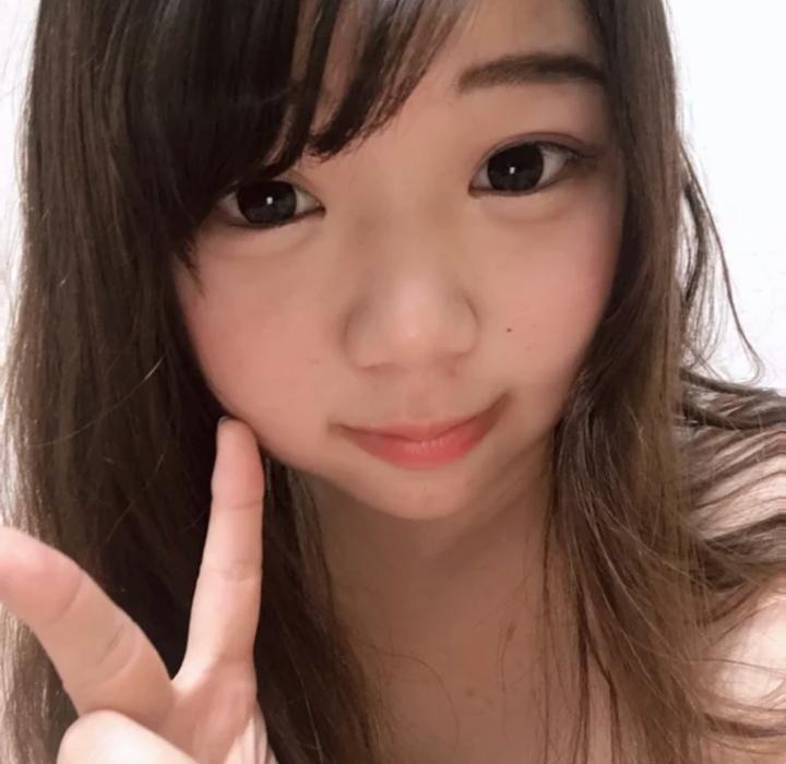 童顔巨乳少女の自分撮りおっぱい画像 1