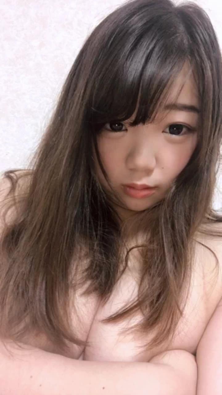 童顔巨乳少女の自分撮りおっぱい画像 3
