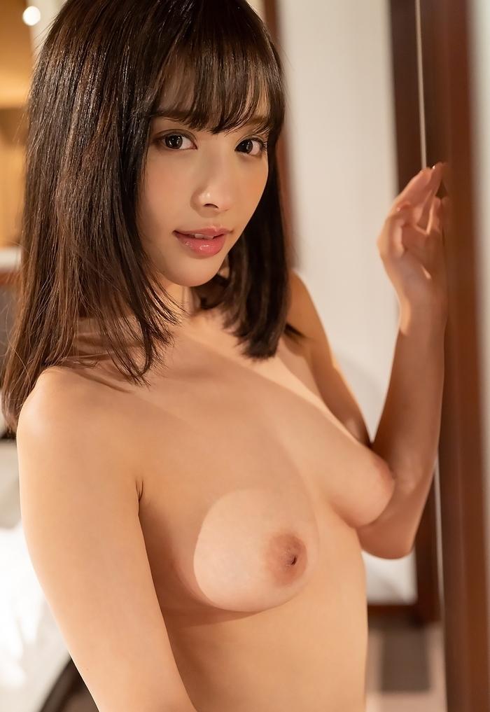 Fカップ巨乳な綺麗なお姉さんのヌード画像 4