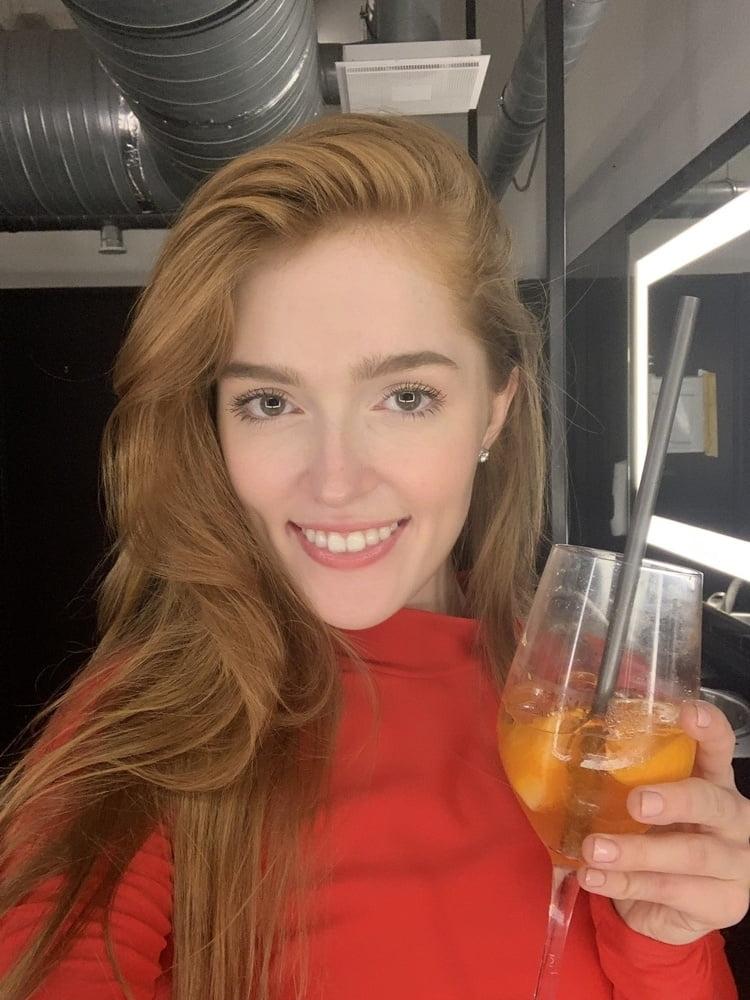 セレブなS級ロシア美女の自分撮りヌード画像 1