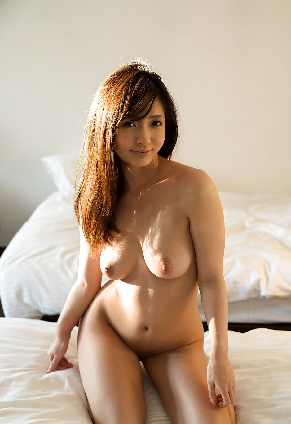 お天気お姉さんがビーチで全裸ヌード → ハメ撮りセックス画像 18