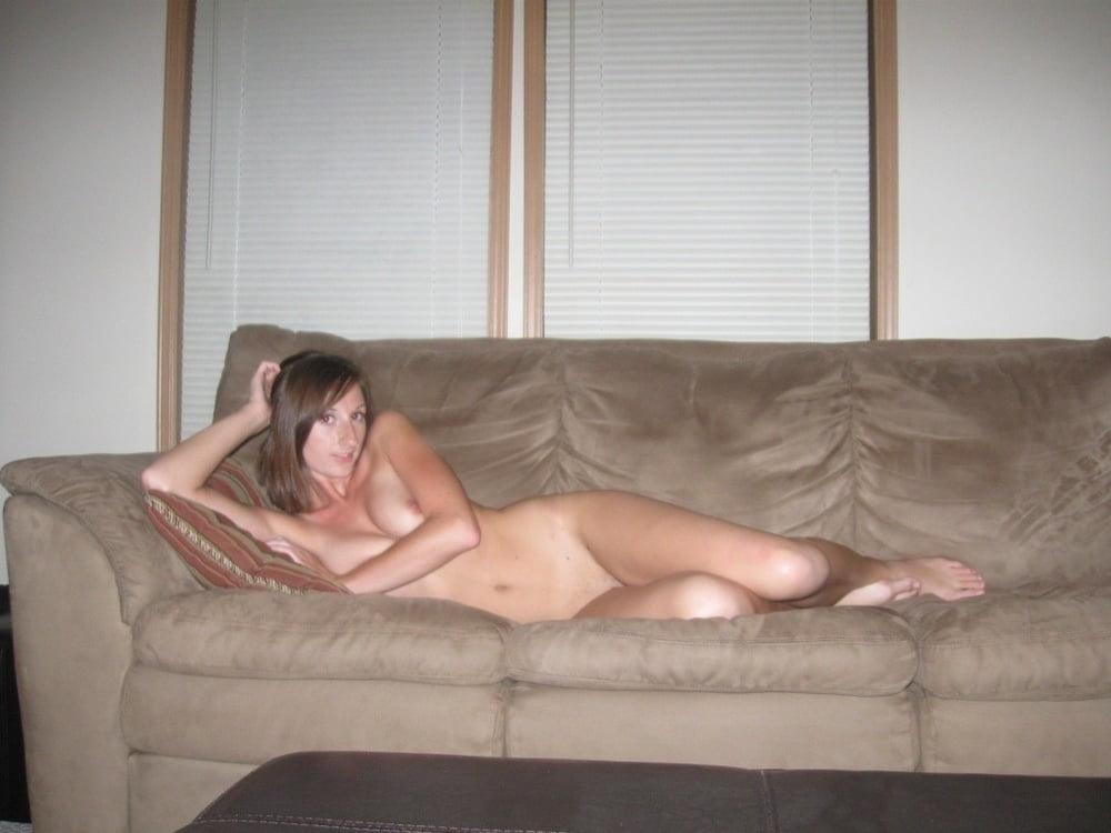 長身で10代の西洋素人美女のプライベートヌード画像 6
