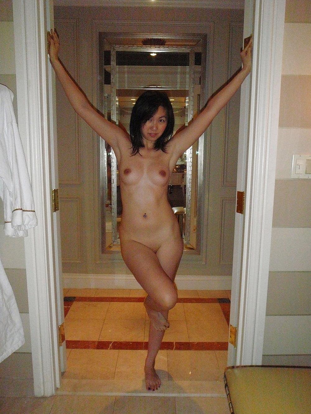 アジアン美女の乱交セックス画像 3