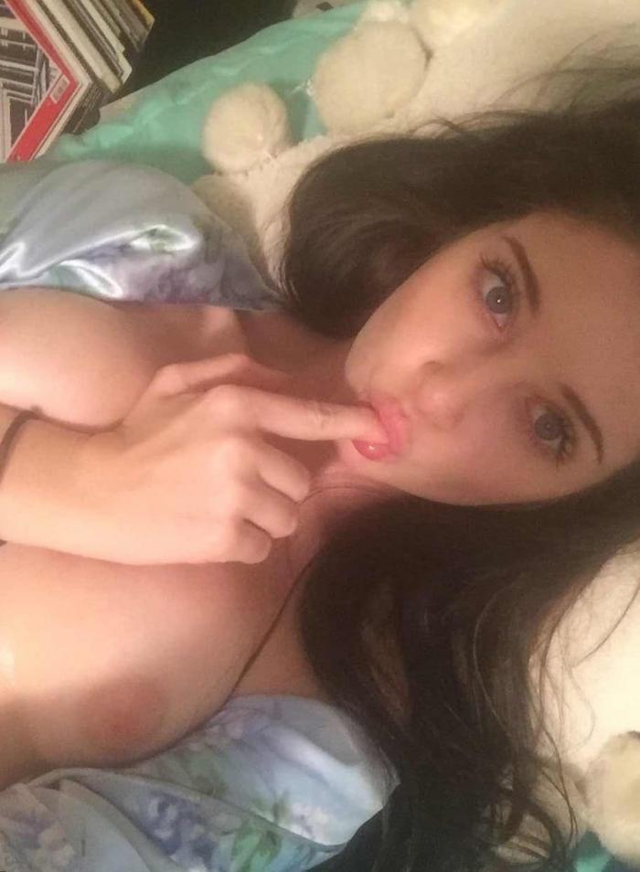 18歳のイギリス美少女の自分撮りヌード画像 4