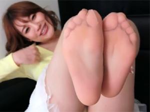 本田莉子 パンスト痴女が美脚と足裏を見せつけシコシコ淫語挑発!