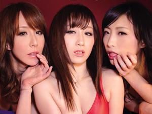 川上ゆう 管野しずか 澤村レイコ 極上美女3人に顔舐めされ唾臭さの中勃起が止まらない!