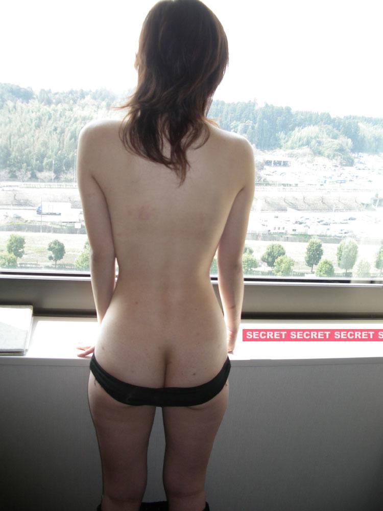 未裸衣_窓際露出4