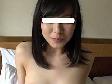 黒髪激カワ美乳娘