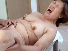 【無修正】【中出し】香織 新潟のザーメンおばさん 十一発目