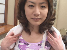 【無修正】青柳友美恵 「四十路のパンティ、クロッチについた愛液」